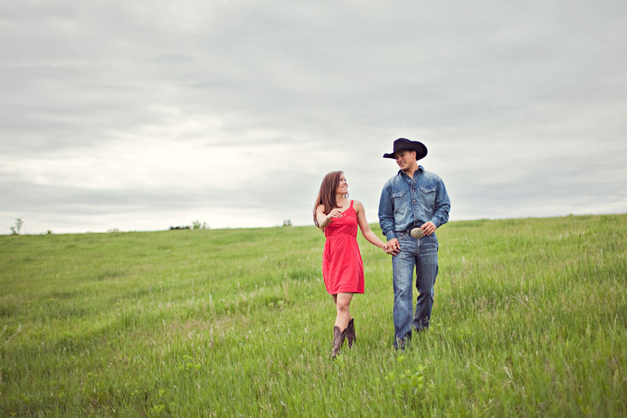 gorgeous field  - engagement photography