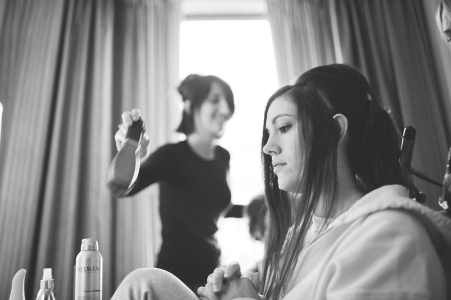 Bride gets ready in the Double Tree hotel Omaha
