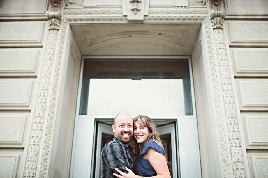 Engagement photo Des Moines Iowa Courthouse